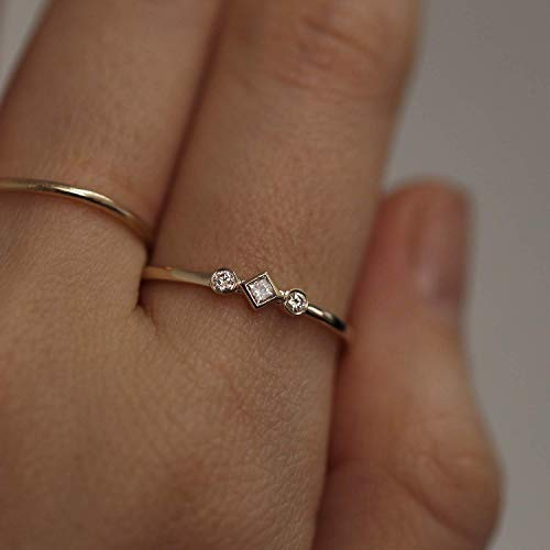 Diamond Wedding Band/Triple Diamond Wedding Ring/Unique Wedding Band/Minimalist Wedding Ring/Diamond Ring/Three Diamonds Ring