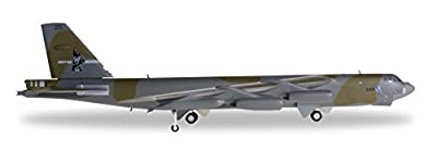 DARON Herpa USAF B52G 416th BW Griffiss AFB Vehicle (1/200 Scale)
