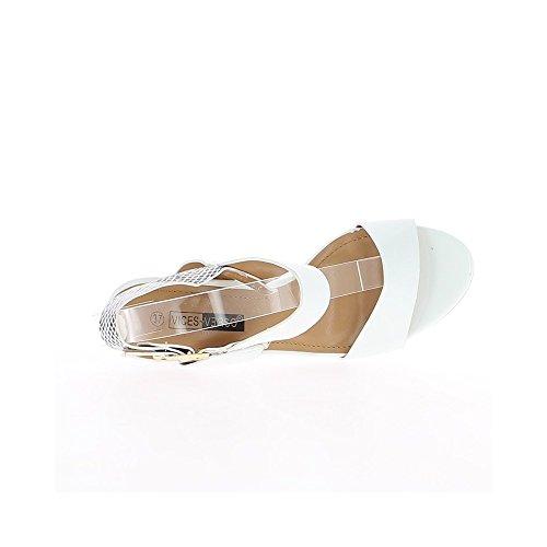 Sandales blanches vernies à talon carrés de 9cm