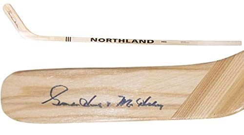 - Gordie Howe Autographed Detroit Red Wings Northland Hockey Stick PSA