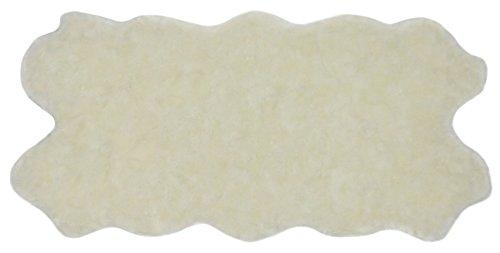 Nouveau Feet (Nouvelle Legende Faux Fur Sheepskin Rug Quattro (34 in. X 67 in.) - White)