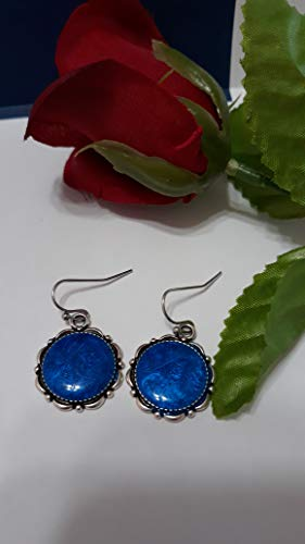 Earrings made with resin