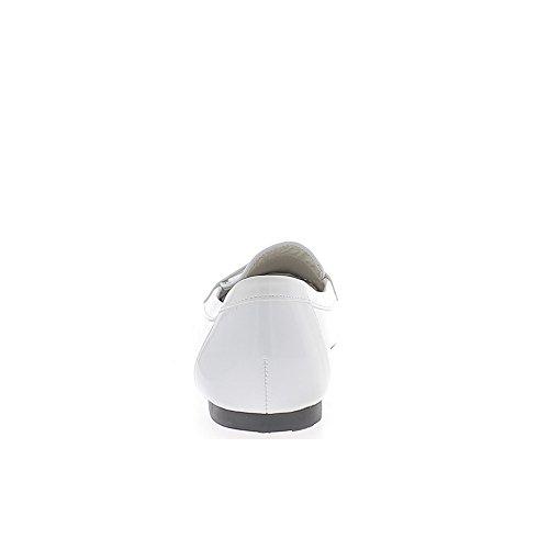 Ballerines blanches vernies talonnette de 0,5cm avec bout look mocassins