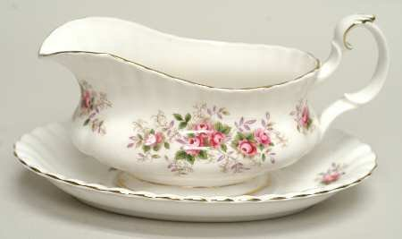 ROYAL ALBERT LAVENDER ROSE GRAVY SAUCE BOAT & STAND NEW UK MADE