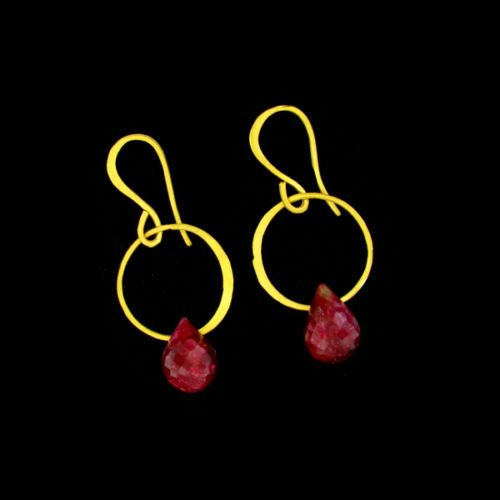 RUBY Earrings, 19 carats, 24kt Gold overlay, Briolette ()