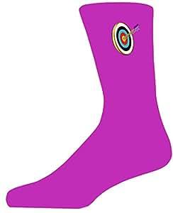 Rosa calcetines con Archery objetivo y flechas. Perfecta para ese regalo para esa persona especial en tu vida. Como estas, echa un vistazo a nuestra gran calidad tazas y gemelos para añadir a tu regalo choice.