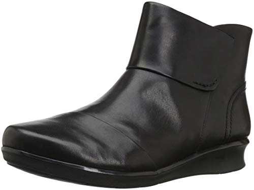 CLARKS Women's Hope Track Fashion Boot, Black Leather, 100 M US (Best Comfortable Boots For Walking)