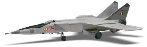 アメリカレベル 1/48 MiG25 フォックスバット 5860 プラモデルの商品画像