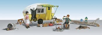 Woodland Scenics Ma & Pa's Trailer Haven Camping Trailer w/Figures N scale