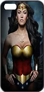 Wonder Woman Superheroes Megan Fox Wonder Woman Apple iPhone 5/5s SLIM Case Carcasa [SF Matte Black (negro)] SUPER SLIM + SF COATED + PERFECT FIT Caso duro Premium Funda Cáscara Caso Cubrir