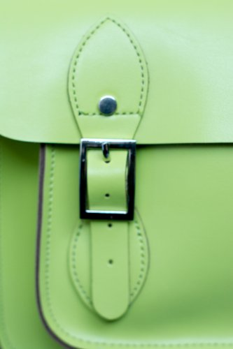 Yasmin Bags - Bolso bandolerode piel con correa y llaveros de moneda lime green