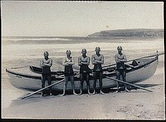 poster-surfboat-akubra-beach-with-five-members-queenscliff-surf-life-saving-club-thia-image-depicts-