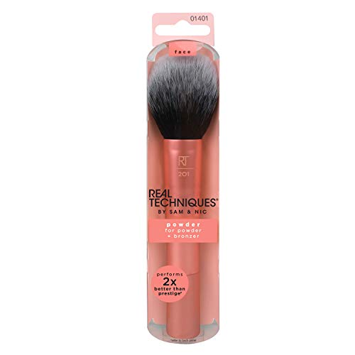 (Real Techniques Powder & Bronzer Brush Helps Build Smooth Even Coverage )
