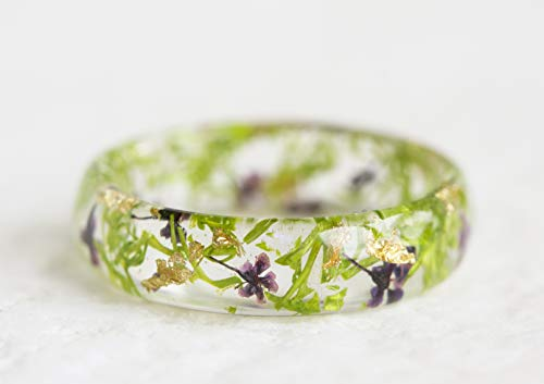 Faceted Resin Ring with Pressed Leaves and Flowers ()