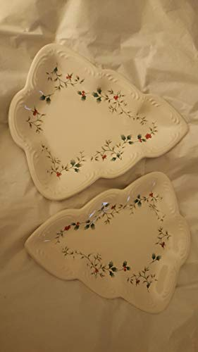 (Pair of winterberry snack plates)