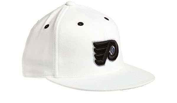 39094285e69 Amazon.com   NHL Philadelphia Flyers Game Day White Pro Shape Flat Brim  Flex Cap- Tx79Z