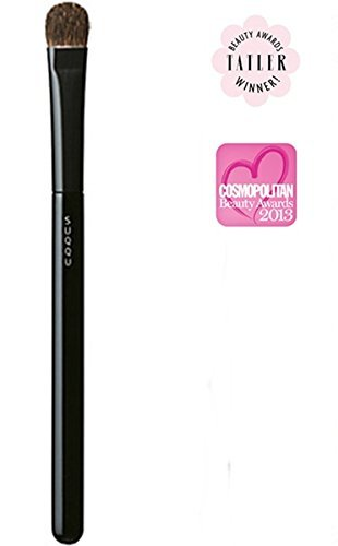 SUQQU Eyeshadow Brush F, Winner, Best Brushes, Tatler Beauty Awards in 2012 and Cosmopolitan UK Beauty Awards in 2013 by SUQQU