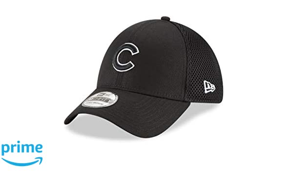 27e0d681a23 Amazon.com   Chicago Cubs New Era Neo 39THIRTY Unstructured Flex Hat Black  (Small Medium)   Sports   Outdoors