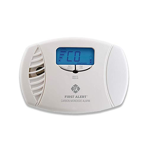 (First Alert Dual-Power Carbon Monoxide Detector Alarm | Plug-In with Battery Backup and Digital Display, CO615 (Renewed))
