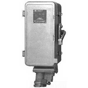 Cooper Crouse-Hinds WSR63542 Arktite Non-Fusible Interlock Receptacle 60 Amp 240 480 600 Volt AC 4-Pole 3-Wire ()