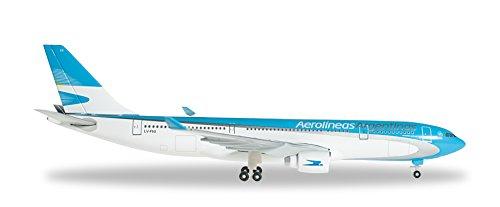 daron-herpa-aerolineas-a330-200-1-500-model-airplane