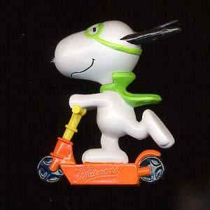 Peanuts Snoopy Halloween Vampire on Scooter pvc Figure ()