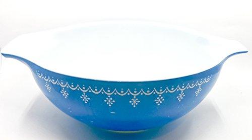 (Pyrex Snowflake Blue Garland Bowl, Vintage 1972-75, 4 Quart)