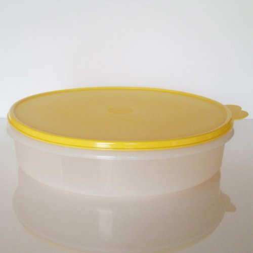 Tupperware 12 inch Round Pie Keeper. White with Yellow Seal