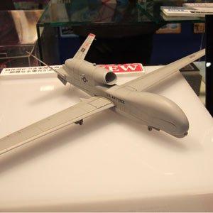 プラッツ 1/72 無人偵察機RQ-4B グローバルホーク プラモデル AC-4