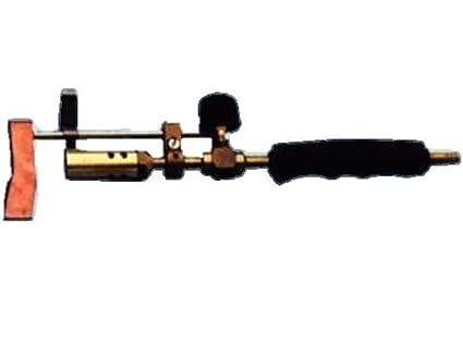 Soldador de gas con el bate el cobre