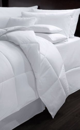 """HOTEL CASINO RESORT LuxSoft Luxury Hotel Comforter Medium Weight Hypoallergenic Down Alternative = Full Size 82x90 """"Usually ships within 1-3 business days unless there is a problem."""""""