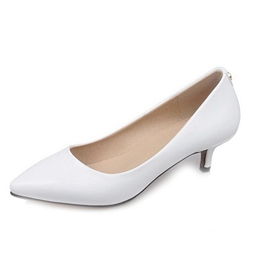AllhqFashion Damen Spitz Zehe Ziehen auf Lackleder Mittler Absatz Pumps Schuhe Weiß