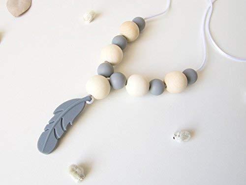 Collier de portage et d'allaitement, perles en silicone alimentaire et bois naturel, anneau de dentition, pendentif motif plume, gris