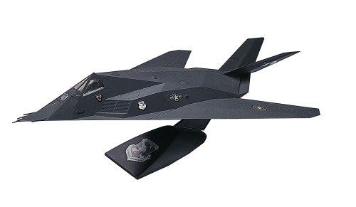 Revell 1:72 F-117 Nighthawk Stealth Fighter Desktop