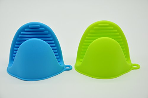 Aketek Silicone Pot Holder, Oven Mini Mitt Set of 2, Cooking Pinch Grips,assorted Colors (Oven Mitts Silicone Small compare prices)