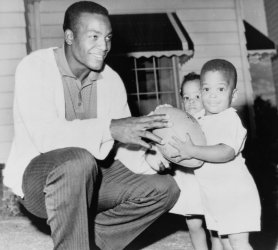 Jim Brown Family >> 1961 Jim Brown Kneeling Holding Football With Son Kevin