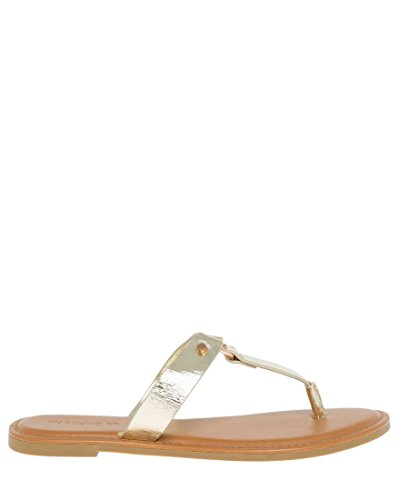 LE CHÂTEAU Women's Metal Ring Thong Sandal,7.5,Gold by LE CHÂTEAU