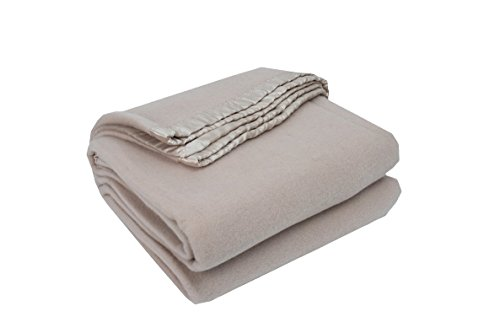 Highland Feather Merino Wool Blanket in Linen Colour in K...