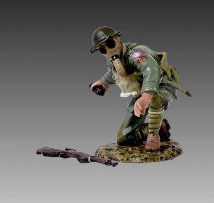 (Thomas Gunn Miniatures GW020B US Army Sgt. Early Wearing Gas Mask 1:30 scale pewter)