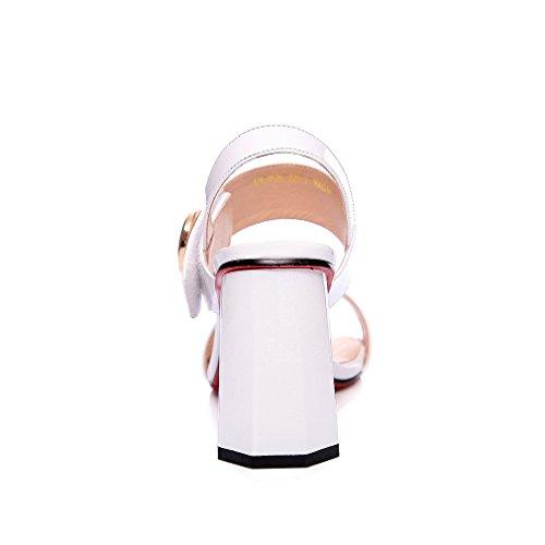 Enmayer Kvinnor Pu Materiel Patent Spänne Sandaler Kvadratmeter Tå Kvadrat Klackar Sexiga Damer Pumpar Vit