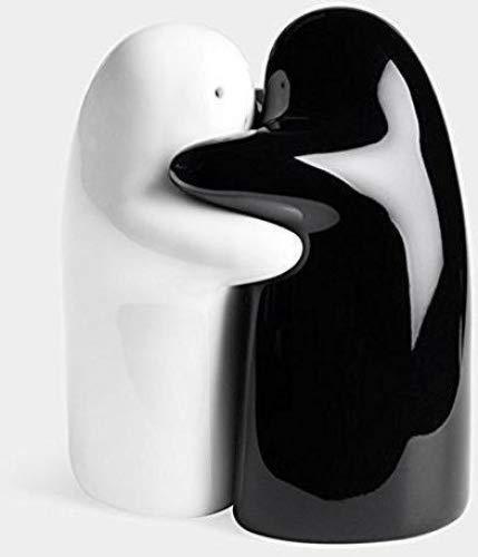 (2Pcs/Set Black and white hug Salt Pepper Shakers wedding favor bridal shower)