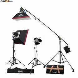 - Professional Photography 1800w 3 Twin Halogen Light Kit with three 300w/600w Halogen Light (Power Adjustable)+6 bulb for 8054 Halogen Light+3 Compact Light Stand+2 24''x24'' Softbox+1 D130mm Barndoor+2 carrying bag By Britek#1800THKB