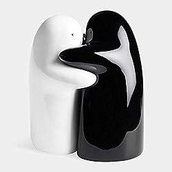 2Pcs/Set Black and white hug Salt Pepper Shakers wedding favor bridal shower gifts