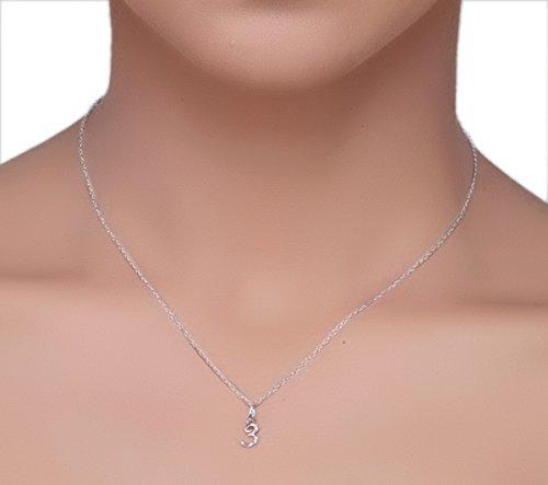 Or Blanc 18 ct Pendentifs Diamant en forme de 3 Numéro, 0.02 Ct Diamant, GH-SI, 0.36 grammes.