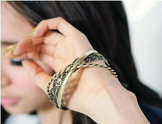 European And American Fashion Silver Bangle Bracelet Over The United States Tricyclic Cannabis Bracelet Bracelet Bracelet Ring Three Sets Of Women Girls Bracelet