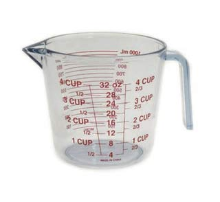 Il Piatto Thick Plastic 32 Ounce Measuring Cup | Bold, Easy to Read Markings – Measures Cups, Ounces, and Milliliters, Drip Free Spout, 4 Cup Capacity - Plastic Measure