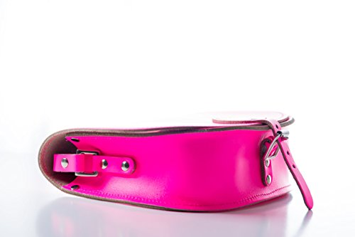 Fluoreszierend Rosa Real Leather Saddle Cross Body Handbag with Buckle Closure and Adjustable Strap