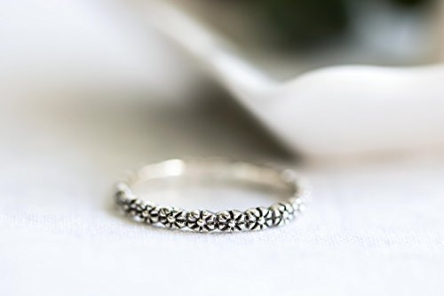 Daisy Chain Baby Girl - Sterling Silver Daisy Flower Ring Band, Tiny flower band, Pinkie Ring , Stacking Ring