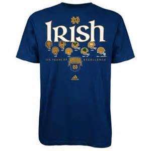 【国内在庫】 Adidas Dame Notre Dame Fighting Irish Adult Large半袖クルーネック125年のExcellenceのヘルメットロゴシャツ – Irish Fighting ネイビーブルー&ゴールド B011CVELB4, セレクトショップ AER (アエル):f625334b --- a0267596.xsph.ru