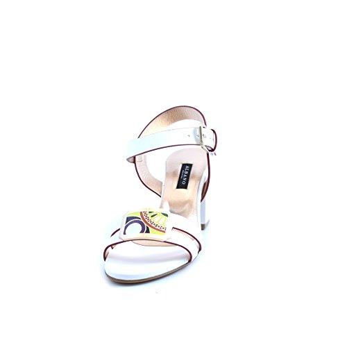 Sandali da donna Albano in pelle bianca con profilo rosso e applicazione di placca dorata multicolore sulla fascia della tomaia.